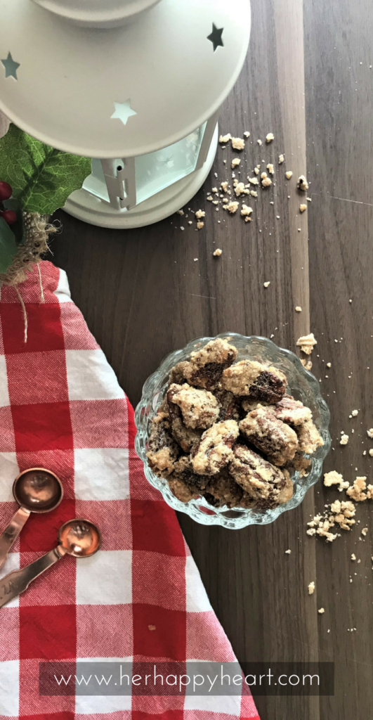 Easy Christmas Candied Pecans (The Perfect Holiday Snack) - #christmasfood #christmasbaking | Christmas food | Christmas baking | Christmas ideas | sugar coated pecans | cinnamon pecans | Christmas recipe | Holiday snacks